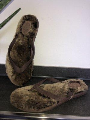UGG Sandalo infradito marrone-nero