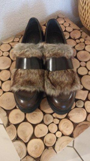 Tamaris Chaussures basses brun