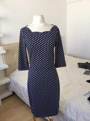 Feminine's Kleid, Figurbetont