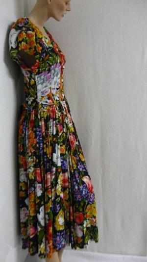 feminines Kleid, Blumenmuster