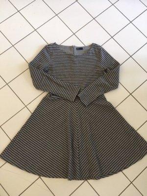 feminines Kleid Glockenform, GAP, Größe 08=38, grau-schwarz gestreift