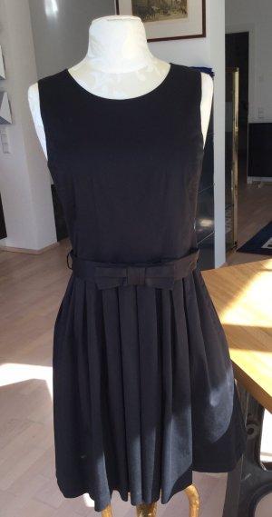 Feminines Kleid von MarcCain Sport 38