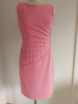 Feminines Sommerkleid in rose