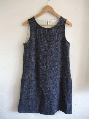 Feminines Sommerkleid mit kräftigem All-Over Print
