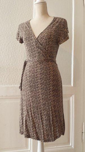 Feminines Wickelkleid mit Retro/Vintage-Muster