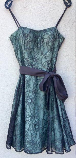 Feminines, wunderschönes Ballkleid mit Zierschleife