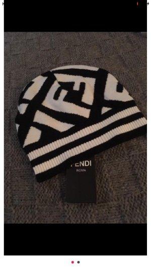 Fendi Earmuff black-white
