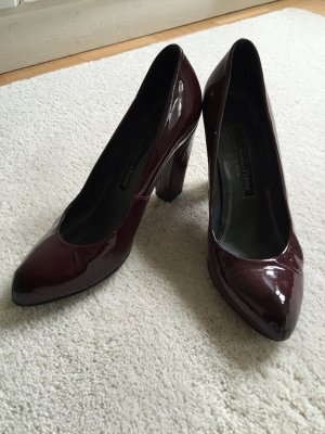 Ferré Pumps in dunkelrotem Lackleder