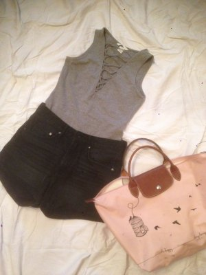 Fertiges Party Outfit - High Waist Shorts und Body