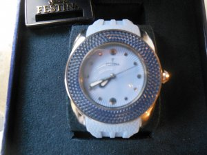Festina Uhr hellblau mit Straßlünette - nagelneu und ungetragen