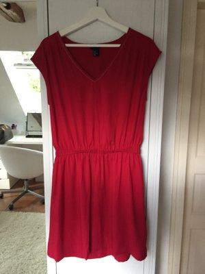 Festival Kleidchen in rot mit V Ausschnitt