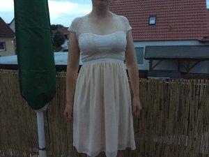 Festliches cremefarbenes Kleid