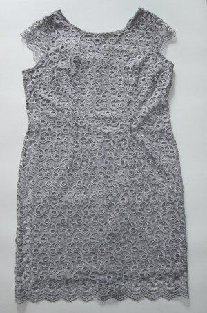 Festliches Kleid aus hellgrauer Spitze Etuikleid