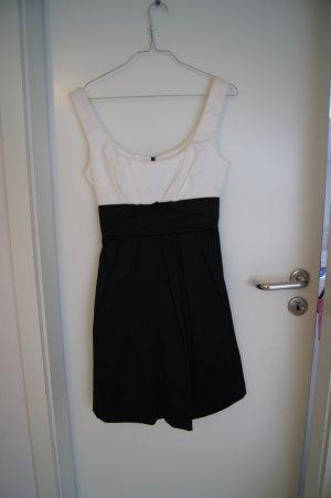 festliches Kleid Gr. 36 schwarz/weiss aus den USA teezeme Gr. 4