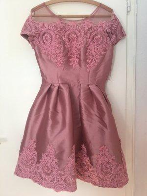Festliches Kleid mit Stickerei