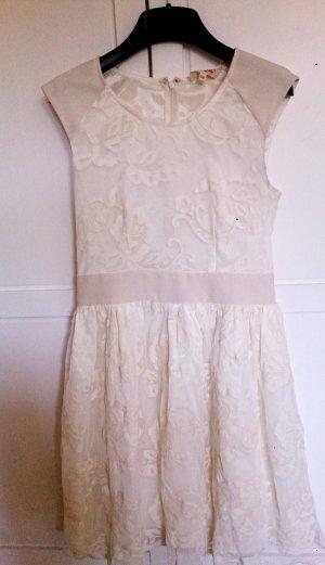 Festliches weißes Kleid