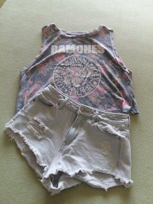 fetzige Jeansbermuda 32 mit Shirt