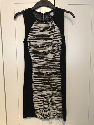 Figurbetonendes H&M Kleid