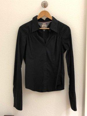 Figurbetonte HIlfiger Bluse in sehr gutem Zustand, schwarz Gr. 40