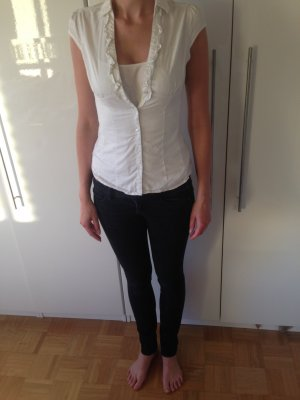 Figurbetonte weiße Bluse