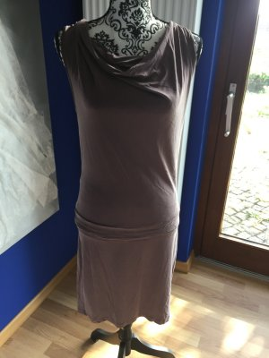 Figurbetontes Kleid Conleys Black mit tiefem Rückenausschnitt