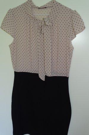 Figurbetontes Kleid im 50er Jahre Stil