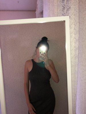 Figurbetontes Kleid in Grau