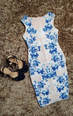 Figurbetontes Kleid mit Blumen