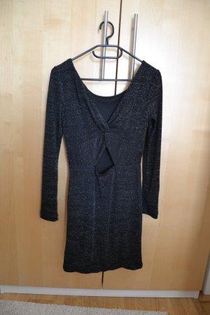 figurbetontes Kleid mit Glitzerfäden und besonderem Rückenausschnitt