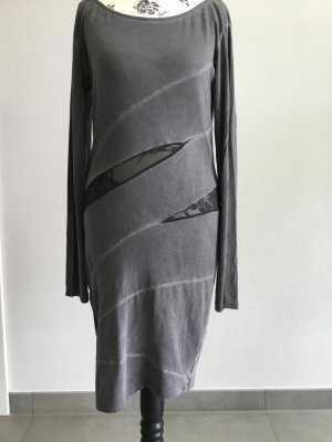Figurbetontes Kleid mit Mesheinsätzen in used-Optik