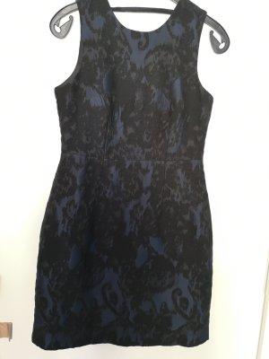 Figurbetontes Kleid mit Muster