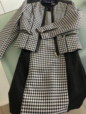 Figurbetontes Kleid mit passendem Blazer