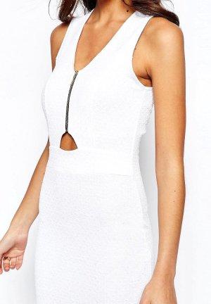 Figurbetontes #Kleid mit Reißverschluss am Oberteil