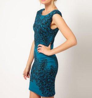 Figurbetontes Kleid mit Spitzenmuster, Gr. M