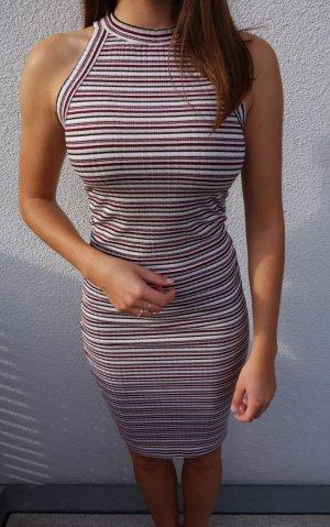 Figurbetontes Kleid mit Streifen von Pull & Bear