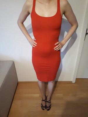 Falda estilo lápiz rojo