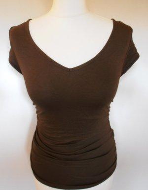 Figurbetontes Shirt mit seitl. Raffungen und kleinem Cutout am Rücken