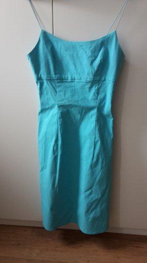 Figurbetontes,türkises Kleid mit Spaghettiträgern aus elastischen Gummischlaufen