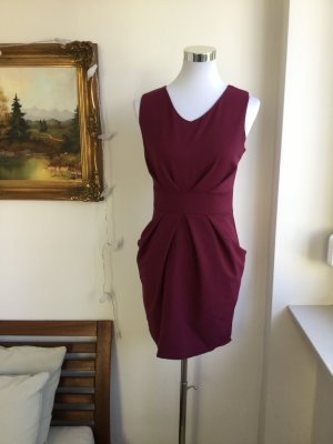 Figurschmeichelndes kurzes Kleid - ungetragen