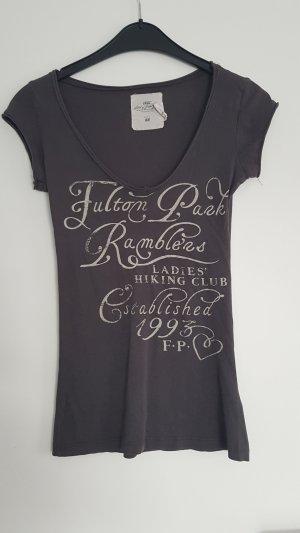 Figutbetonendes Shirt mit Print
