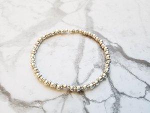 filiganes Armband mit zarten silberfarbenen Perlen und Zwischenperlen
