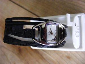 Filigrane Armbanduhr mit Lederbändchen von Go