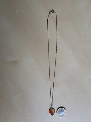 Filigrane Kette mit Edelsteinanhänger