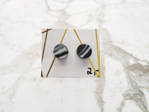 filigrane marmorisierte Ohrringe / Ohrstecker