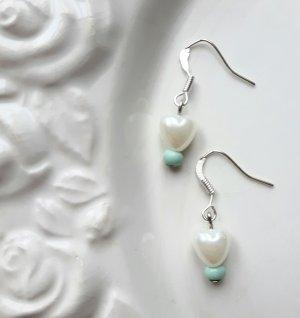 filigrane Ohrringe mit Herzperle und mintfarbener Perle