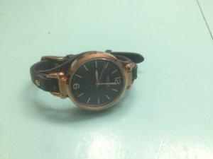 Filigrane roségold farbene Fossil Armbanduhr mit Lederarmband