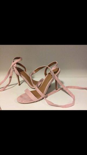 Filigrane Sandaletten zum Schnüren aus Wildlederimitat
