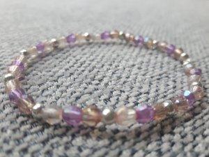 Filigranes Armband mit durchsichtigen, silberfarbenen und fliederfarbenen Perlen
