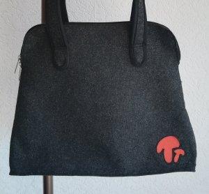 Filztasche mit langen Schulterriemen