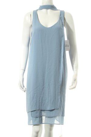 FIRMA Berlin Kleid himmelblau minimalistischer Stil